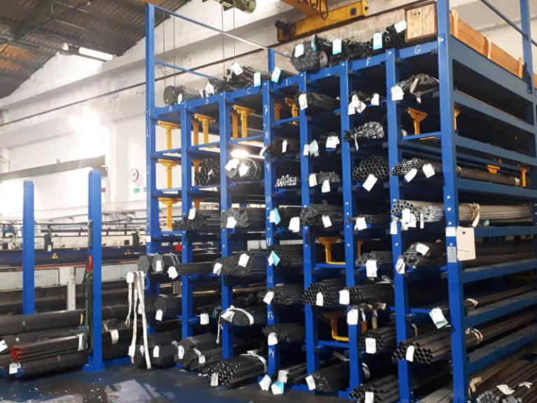 Mobiles Schließfach mit kundenspezifischer Installation und festem Regal